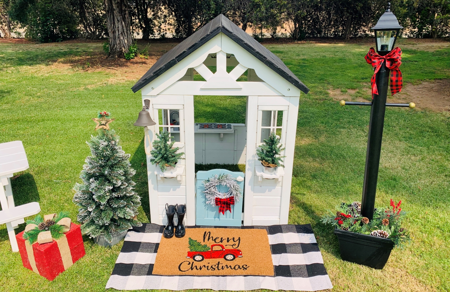 Christmas Playhouse with COLORSHOT