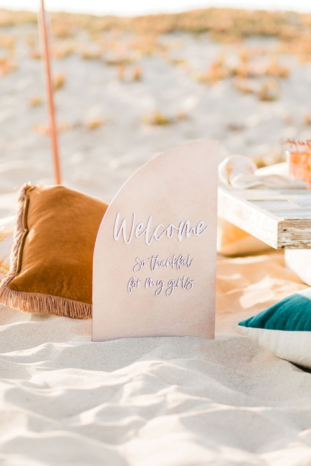 Friendsgiving party welcome sign