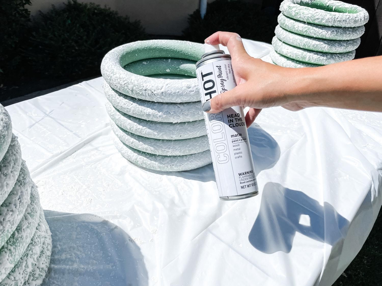 Spray COLORSHOT onto rings